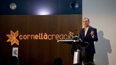 Dinar-Conferència amb Bernardo Hernández